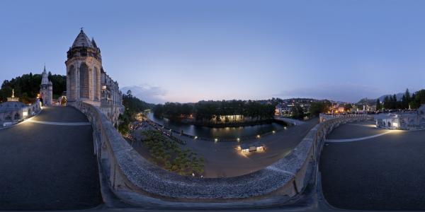 Lourdes — Sanctuaires — nuit