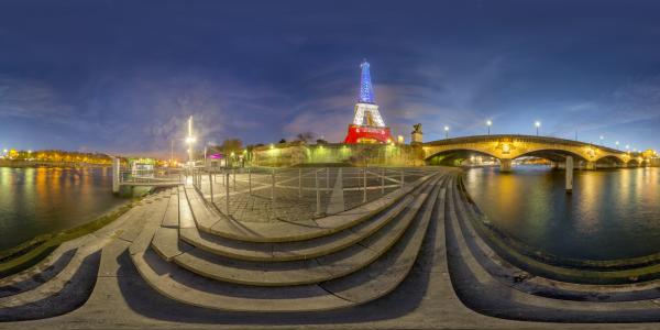 Paris — Tour Eiffel tricolore