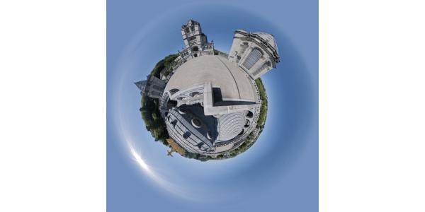 Lourdes — Sanctuaires — jour